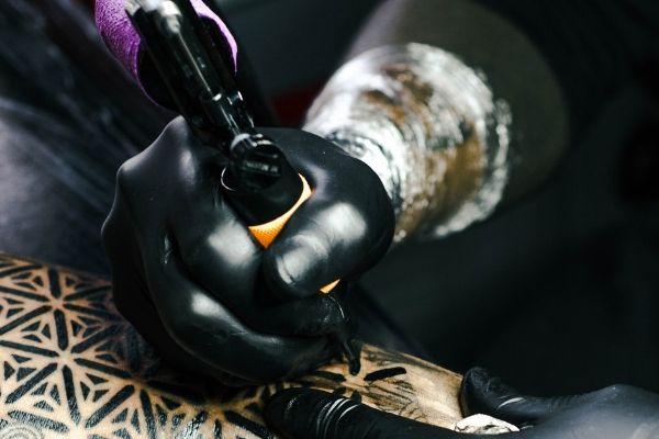 hvor gjør tattovering minst vondt